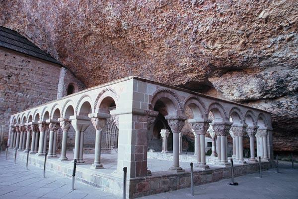 claustro-monasterio-san-juan-de-la-pena