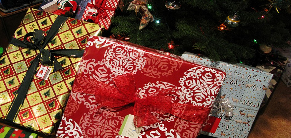Regalos bajo el arbol de Navidad