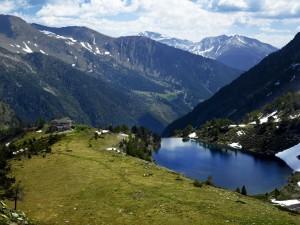 Vista al refugio Comapedrosa en Andorra