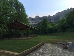 terraza-albergue-el-betato