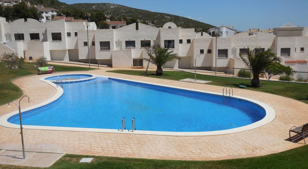 Foto: piscina Apartamentos Font Nova 3000