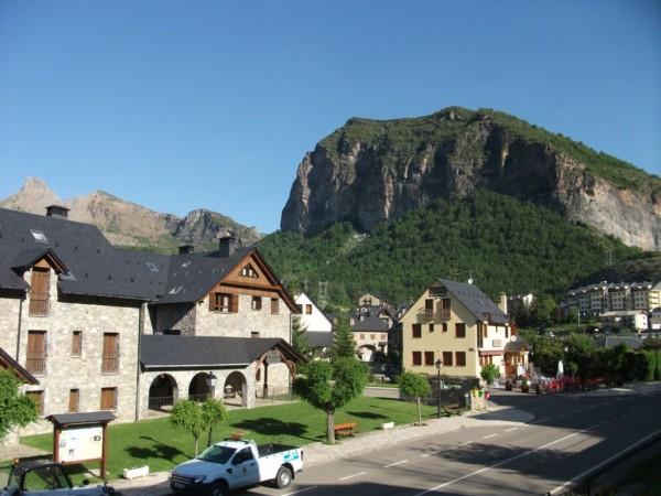 Foto: Pueblo en el Pirineo Aragonés, Escarrilla.