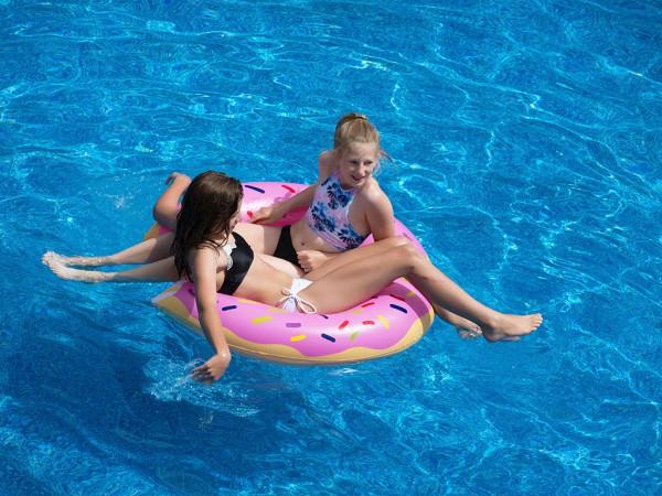 Foto: Niñas en la piscina
