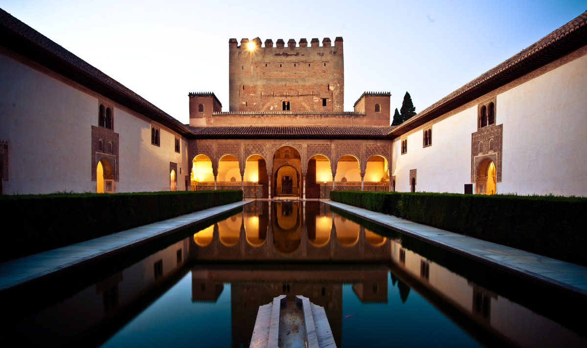 Fotografía de La Alhambra de Granada de noche