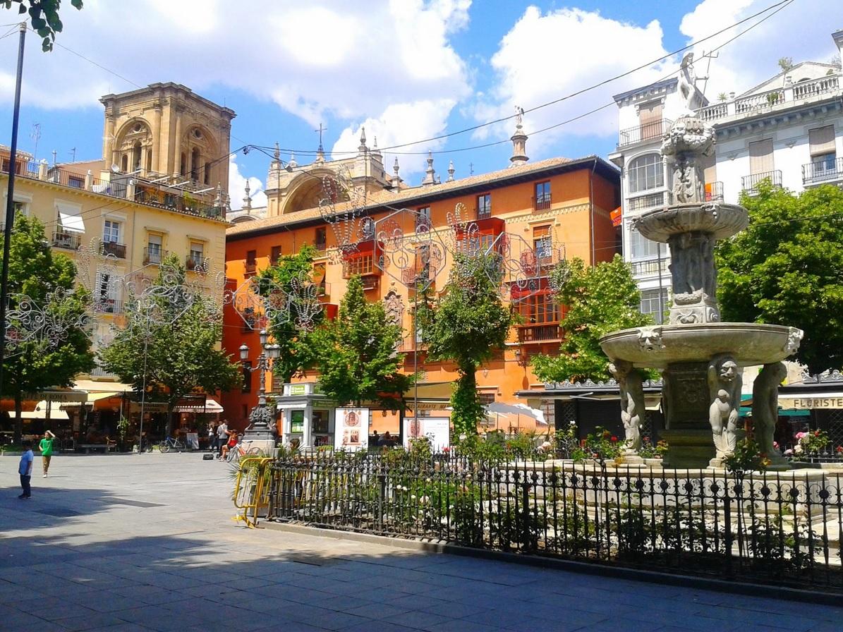 Fotografía de la plaza Bib-Rambla y la Fuente de los Gigantes, Granada
