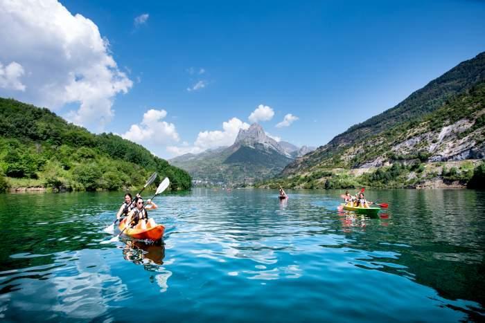 Fotografía canoa en el Lago de Lanuza