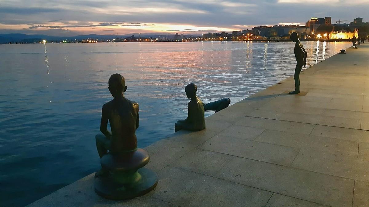 Estatuas de Los Raqueros, Santander