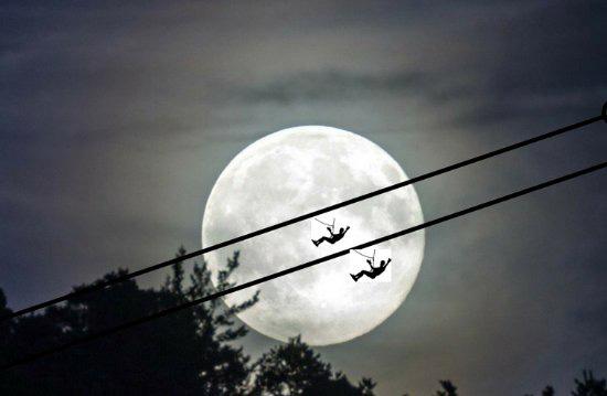 Fotografía Salto Nocturno (luna llena), Tirolina del Tena