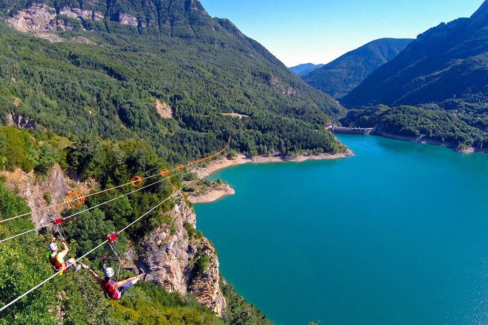 Fotografía de la Tirolina del Tena, Pantano de Búbal