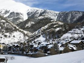 Montaña nevada Andorra Estación Vallnord Ordino