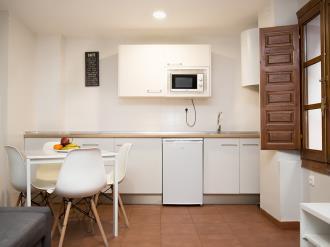 cocina-apartamentos-granada-nahira-suites.jpg