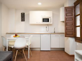 comedor-apartamentos-granada-nahira-suites.jpg