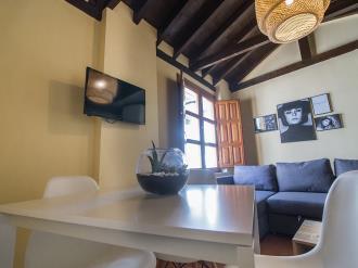 comedor2-apartamentos-granada-nahira-suites.jpg