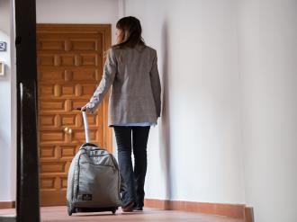 entrada2-apartamentos-granada-nahira-suites.jpg
