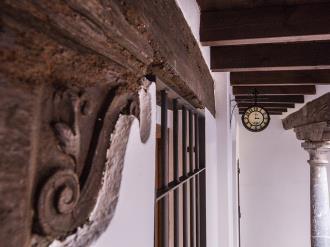 reloj-apartamentos-granada-nahira-suites.jpg
