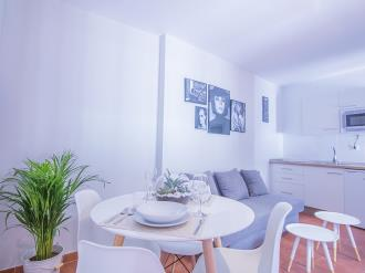 salon-comedor_4-granada-nahira-suites-3000granada-andalucia.jpg