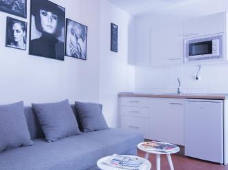 saloncomedor-apartamentos-granada-nahira-suites.jpg
