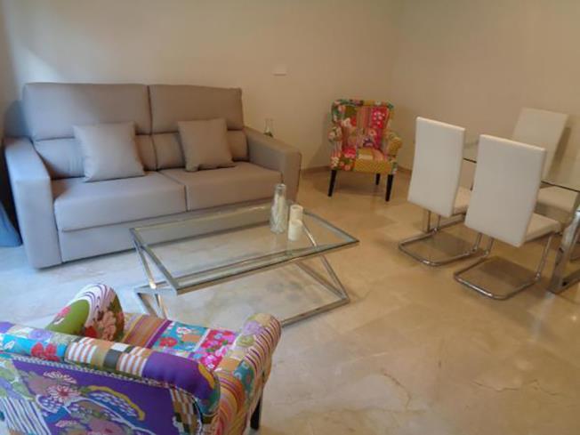 salon_2-apartamentos-lorena-dreams-3000granada-andalucia.jpg