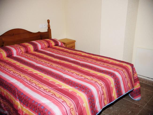 dormitorio_2-apartamentos-vaquers-3000pas-de-la-casa-estacion-grandvalira.jpg