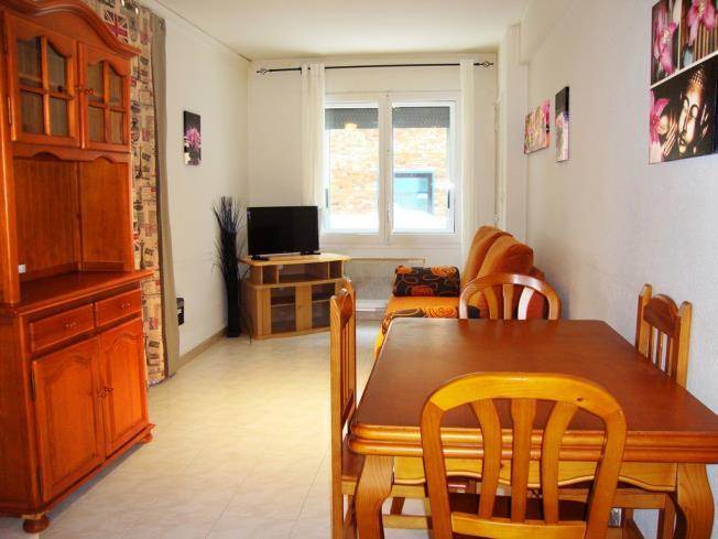 salon-comedor-apartamentos-vaquers-3000-pas-de-la-casa-estacion-grandvalira.jpg