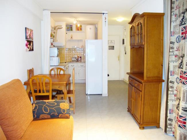 salon-comedor_1-apartamentos-vaquers-3000pas-de-la-casa-estacion-grandvalira.jpg