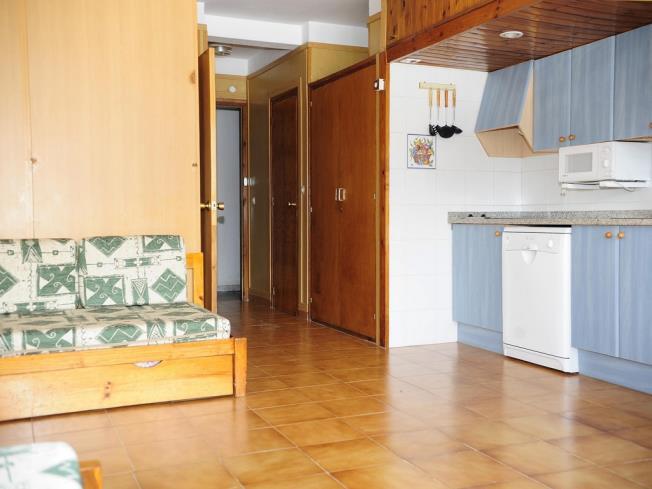 salon-comedor_6-apartamentos-vaquers-3000pas-de-la-casa-estacion-grandvalira.jpg