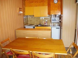 cocina_1-apartamentos-vaquers-3000pas-de-la-casa-estacion-grandvalira.jpg
