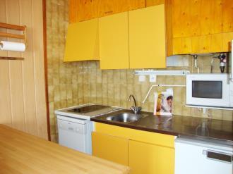 cocina_3-apartamentos-vaquers-3000pas-de-la-casa-estacion-grandvalira.jpg