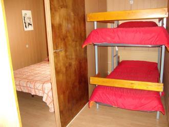 dormitorio_4-apartamentos-vaquers-3000pas-de-la-casa-estacion-grandvalira.jpg