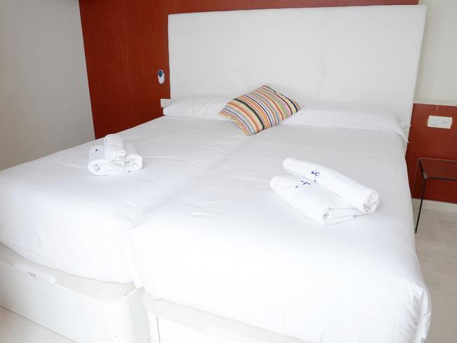 Dormitorio Apartamentos Paloma 3000 Granada