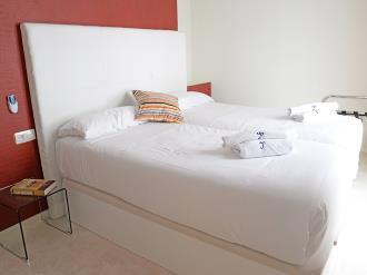 dormitorio-apartamentos-paloma-3000-granada-andalucia.jpg