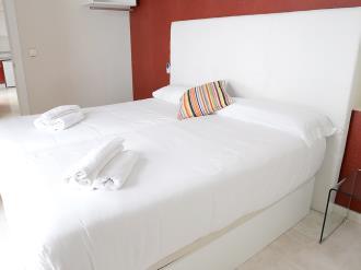 dormitorio_3-apartamentos-paloma-3000granada-andalucia.jpg