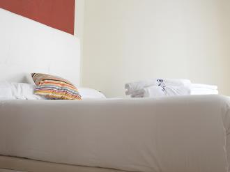 dormitorio_5-apartamentos-paloma-3000granada-andalucia.jpg