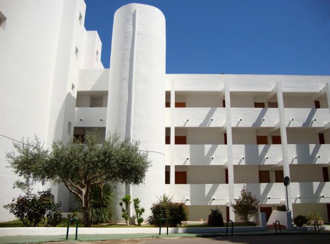 fachada-verano-apartamentos-las-fuentes-3000-alcoceber-costa-azahar.jpg