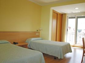 dormitorio-11-hotel-villa-juanitagrove,-o-galicia-rias-bajas.jpg