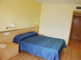 dormitorio-15-hotel-villa-juanitagrove,-o-galicia-rias-bajas.jpg