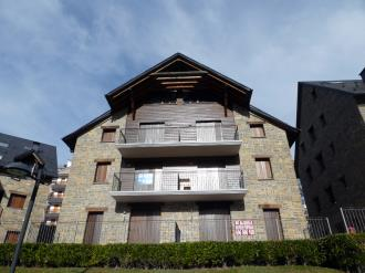 fachada-invierno-apartamentos-sallent-de-gallego-3000-sallent-de-gallego-pirineo-aragones.jpg