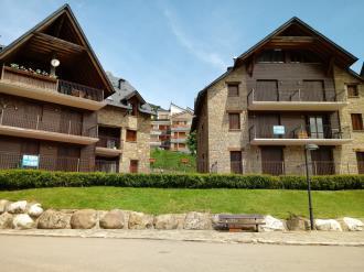 fachada-invierno_5-apartamentos-sallent-de-gallego-3000sallent-de-gallego-pirineo-aragones.jpg