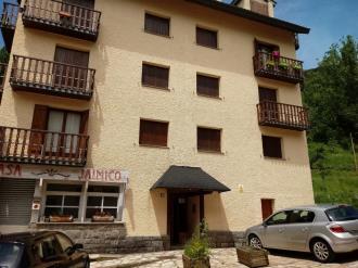 fachada-verano-apartamentos-sallent-de-gallego-3000-sallent-de-gallego-pirineo-aragones.jpg