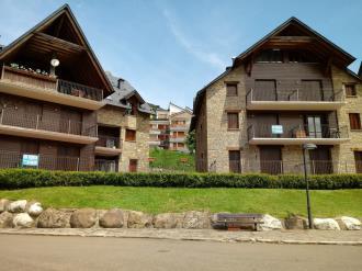 fachada-verano_2-apartamentos-sallent-de-gallego-3000sallent-de-gallego-pirineo-aragones.jpg