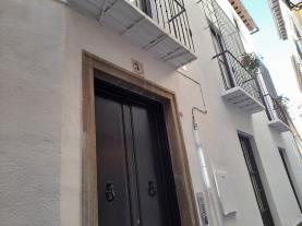 fachada-verano-apartamentos-alhambra-granada-3000-granada-andalucia.jpg