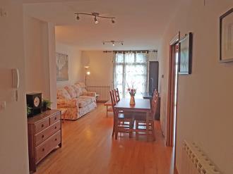 salon-comedor-apartamentos-rincon-de-biescas-3000-biescas-pirineo-aragones.jpg