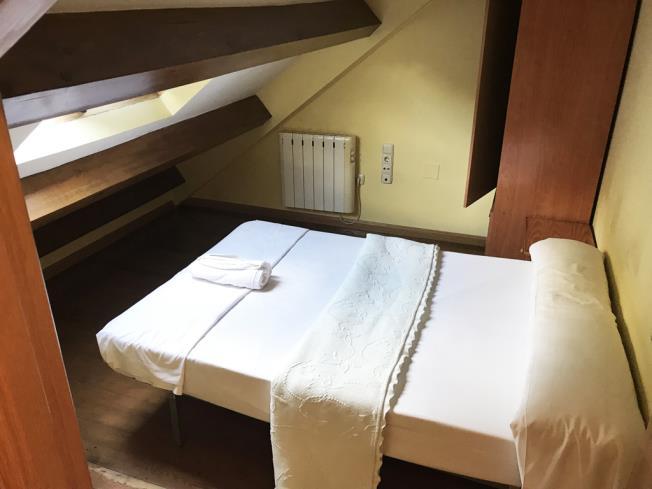 dormitorio_5-apartamentos-canfranc-3000canfranc-pirineo-aragones.jpg