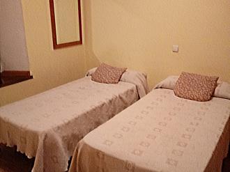 dormitorio_1-apartamentos-canfranc-3000canfranc-pirineo-aragones.jpg