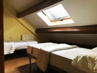 dormitorio_4-apartamentos-canfranc-3000canfranc-pirineo-aragones.jpg