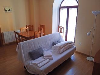 salon-comedor-apartamentos-canfranc-3000-canfranc-pirineo-aragones.jpg