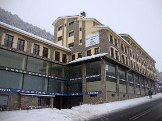 fachada-invierno-apartamentos-glac-soldeu-3000-soldeu-estacion-grandvalira.jpg