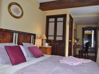 dormitorio_1-hotel-casa-marieta-escarrilla-3000escarrilla-pirineo-aragones.jpg