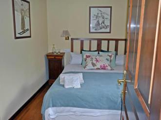 dormitorio_2-hotel-casa-marieta-escarrilla-3000escarrilla-pirineo-aragones.jpg