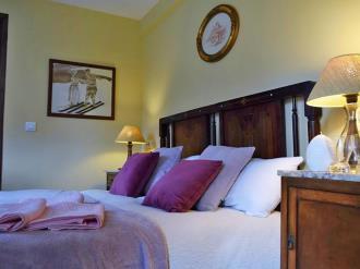 dormitorio_4-hotel-casa-marieta-escarrilla-3000escarrilla-pirineo-aragones.jpg